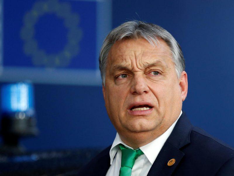 Vengrija patvirtino, kad blokuos ES sankcijas Lenkijai