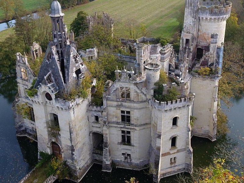 Apleistą pilį nusipirko 25 tūkst. žmonių
