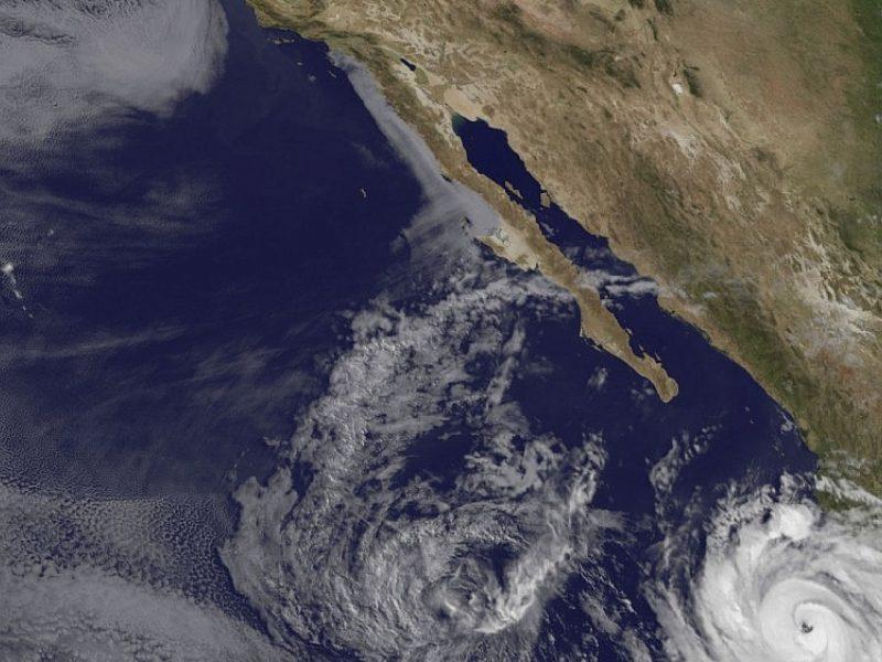 """Stiprėjantis uraganas """"Bud"""" artinasi prie Meksikos"""