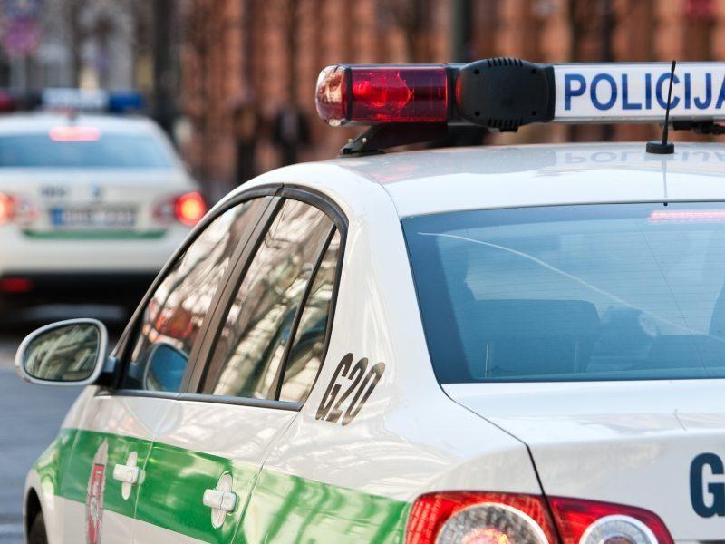 Kauno pareigūnai Jonavos rajone sulaikė galimai narkotikų turėjusius asmenis
