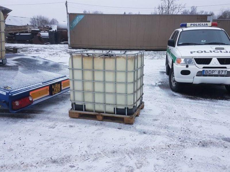 2 tonų degalų vagystė pareigūnus atvedė prie nelegalaus degalų sandėlio