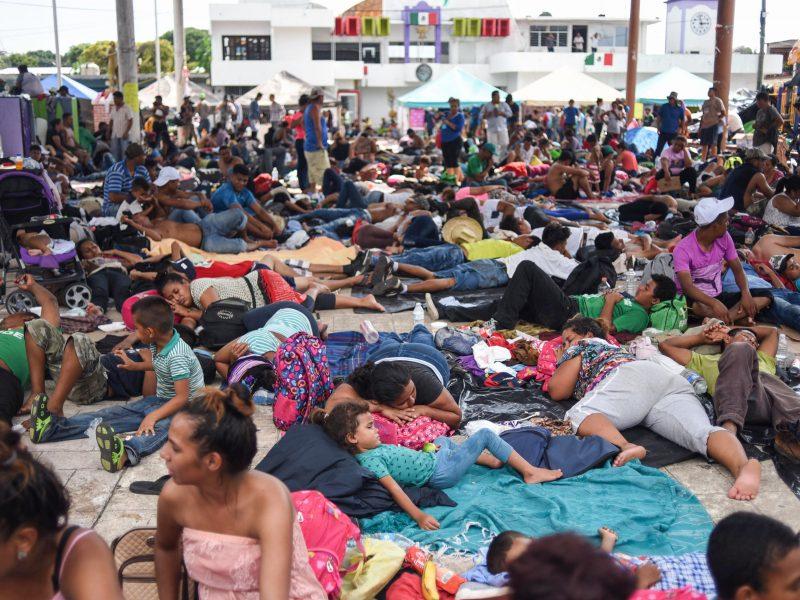Migrantų karavanas pratęsė kelionę prie JAV sienos