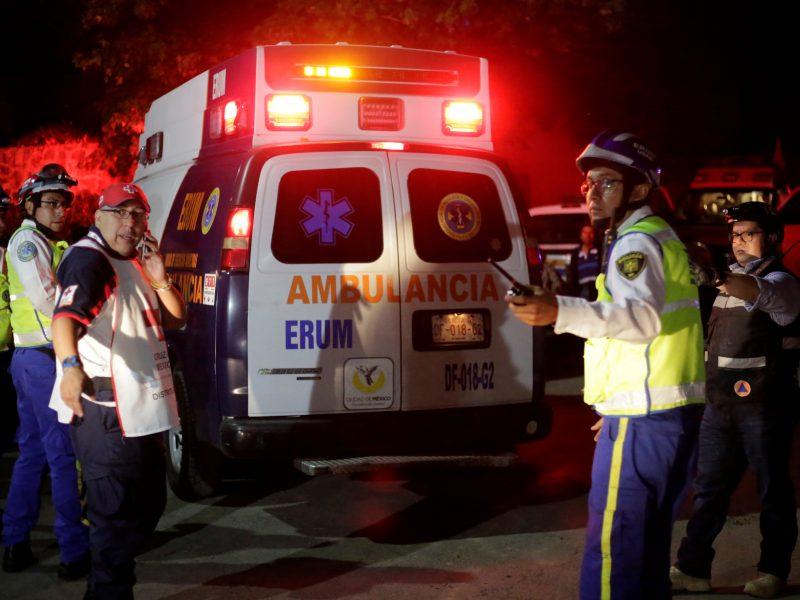 """Meksike užpuolikai susišaudė dėl """"teisės"""" plėšti autobusą"""