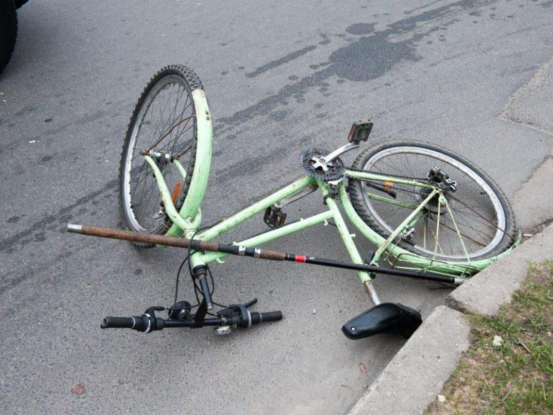 Nelaimė Šilainiuose: pėsčiųjų perėjoje partrenktas dviratininkas