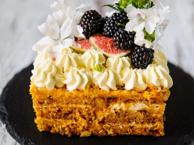 Saldi dovana Lietuvai – šimtas tortų