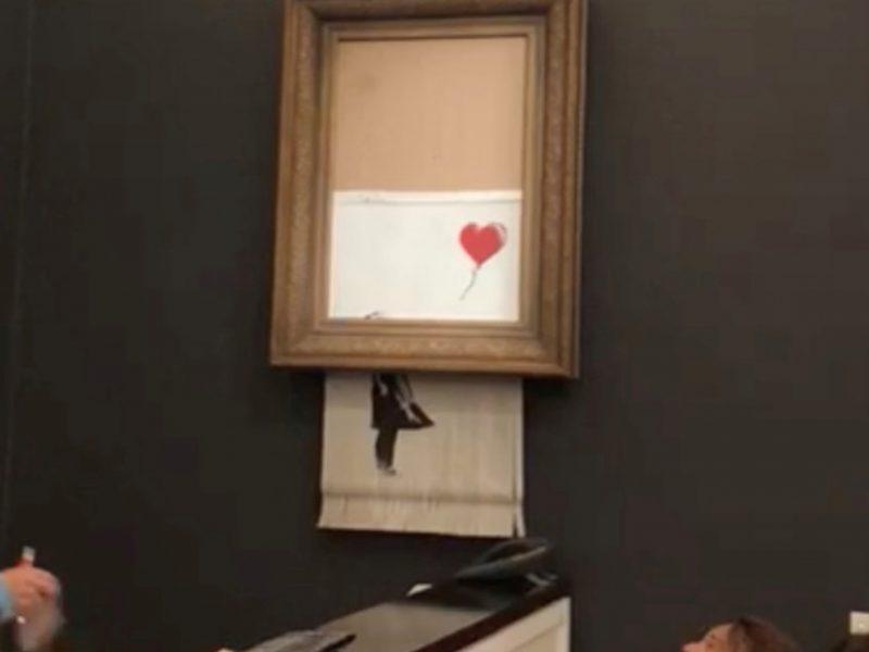 Aukcione už 1,4 mln. dolerių parduotas Banksy kūrinys savaime susinaikino