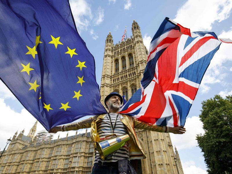 """Britanijoje – dar viena daugiatūkstantinė protesto prieš """"Brexit"""" akcija"""