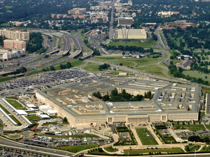 """""""Reuters"""": Pentagonas tęsia bendradarbiavimą su """"Aviabaltika"""""""