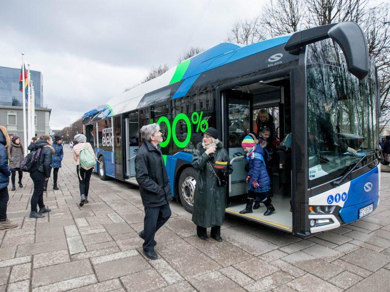 Žemės dienos proga kauniečiai išbandė naują autobusą