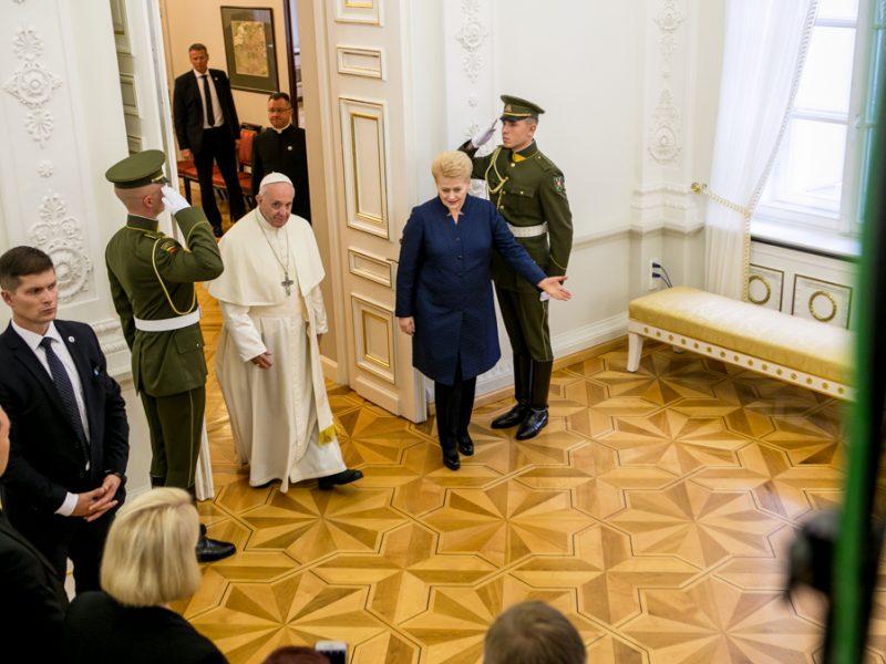 Istorinė diena : į Lietuvą atvyko popiežius Pranciškus