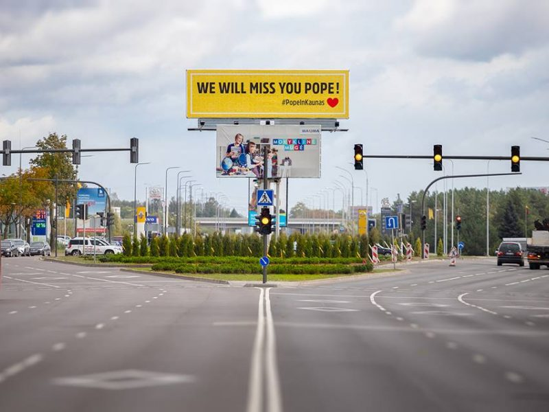 """Kaunas originaliai išlydėjo popiežių: """"Mes tavęs pasiilgsime!"""""""