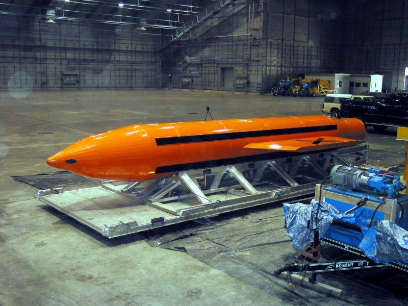 """Kinija išbandė savo """"Visų bombų motiną"""" – galingiausią nebranduolinį ginklą"""