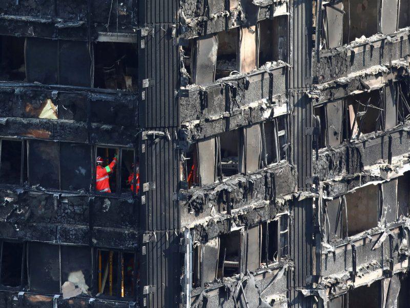 Londono daugiabučio gaisro aukų skaičius išaugo iki 79