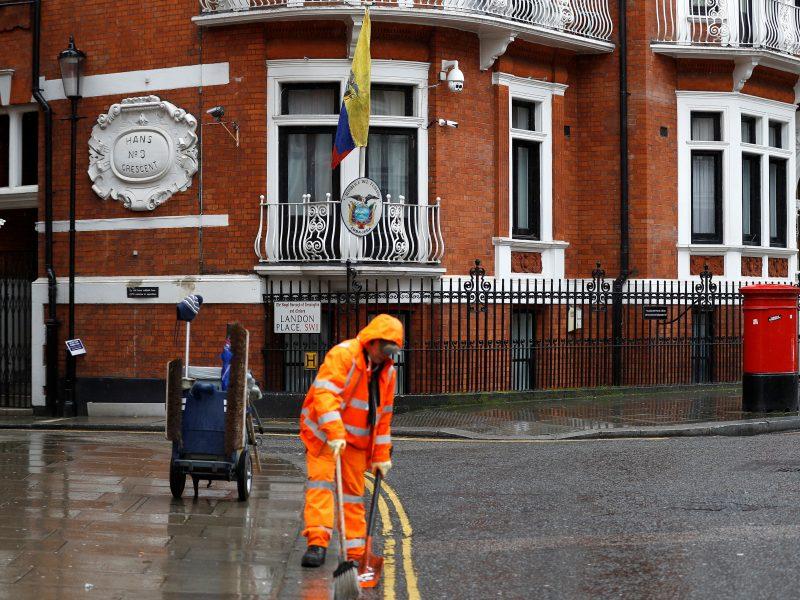 Britanijos teismas paliko galioti arešto orderį J. Assange'ui