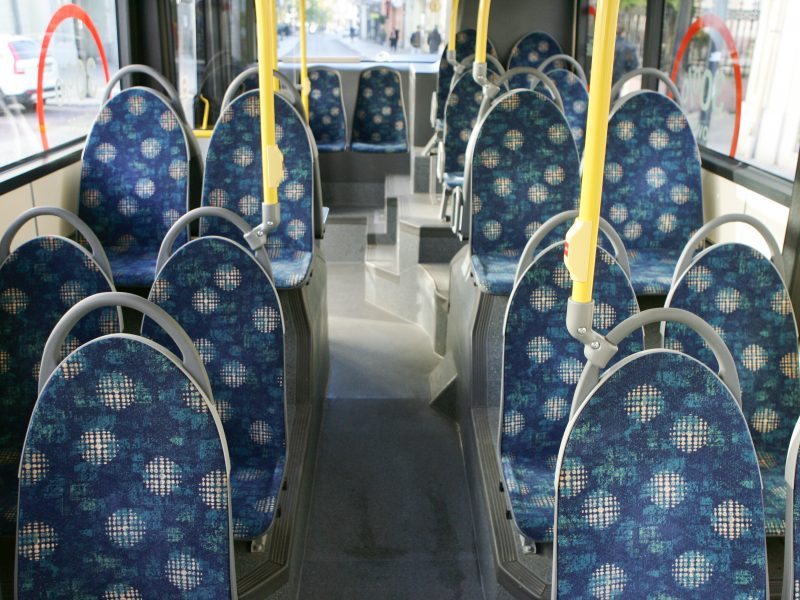 Autobuse nukritusi senolė susilaužė šlaunikaulį