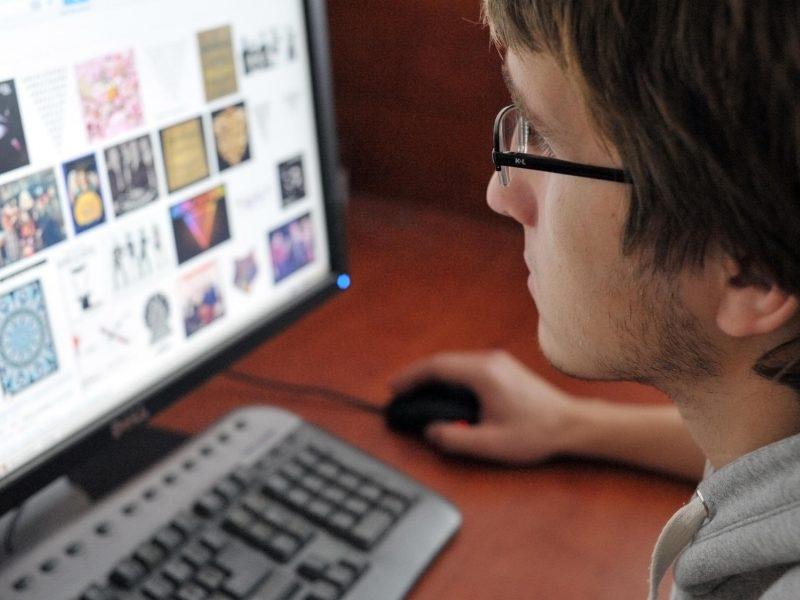 Galvos skausmas IT įmonėms: kaip pasirūpinti darbuotojų sveikata