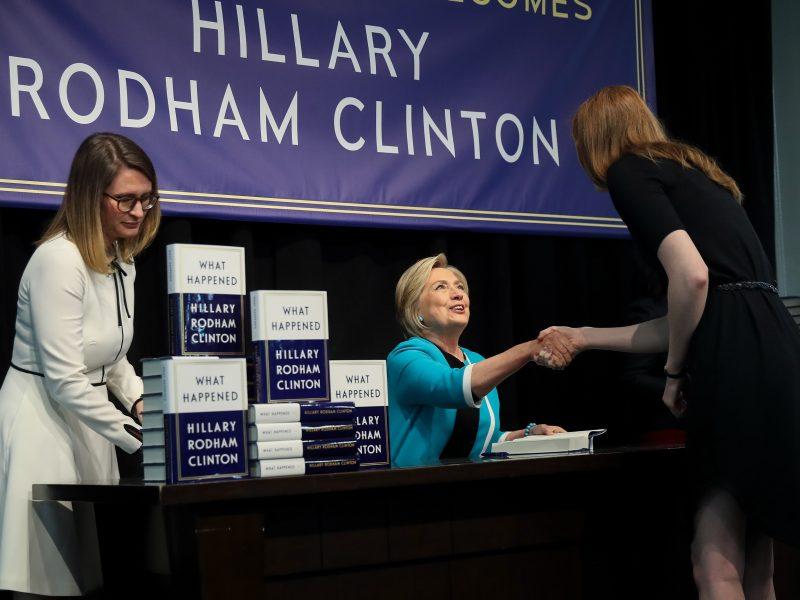 Knygos apie H. Clinton leidėjas suabejojo Amazon skaitytojų vertinimais