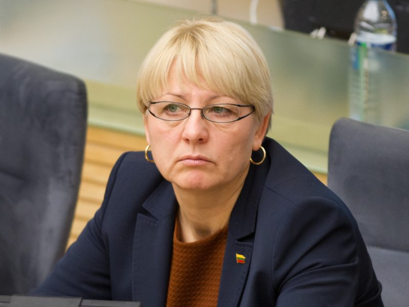 Santarose privilegijų reikalavusią Seimo narę A. Kubilienę kolegos ragina trauktis