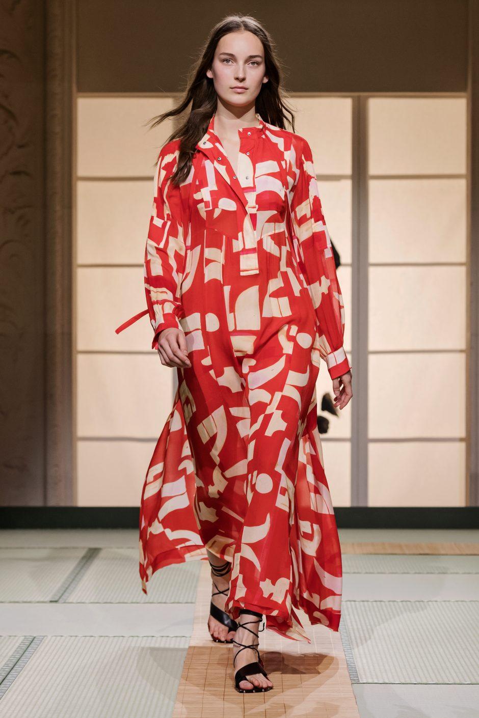 """Paryžiaus mados savaitėje – japonų elegancija dvelkianti """"H&M Studio"""" kolekcija"""