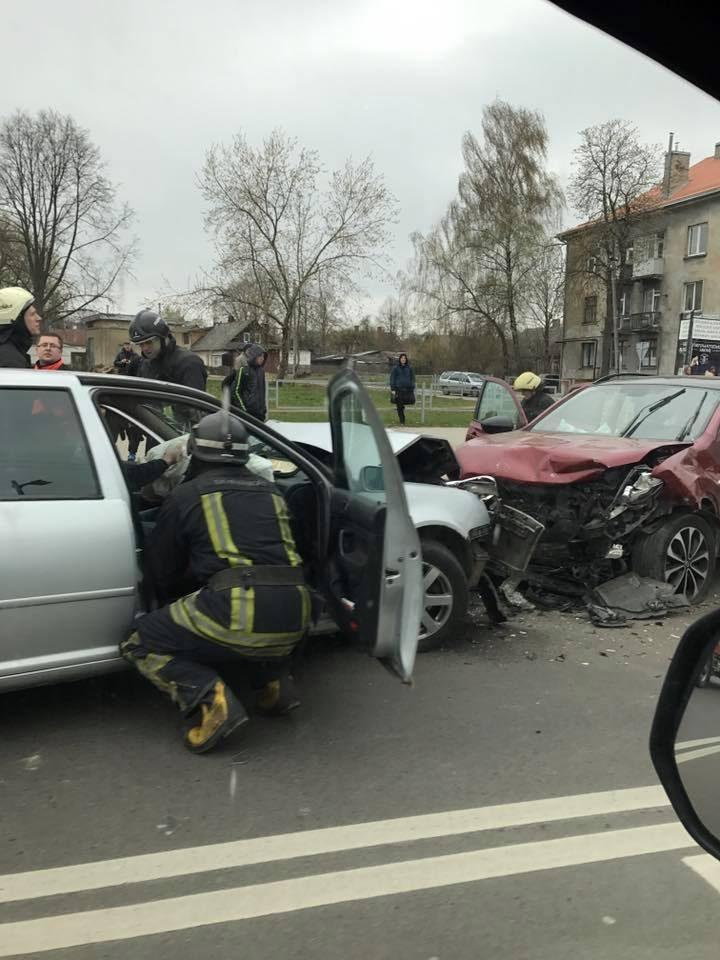 Avarija Juozapavičiaus prospekte: sužaloti trys žmonės