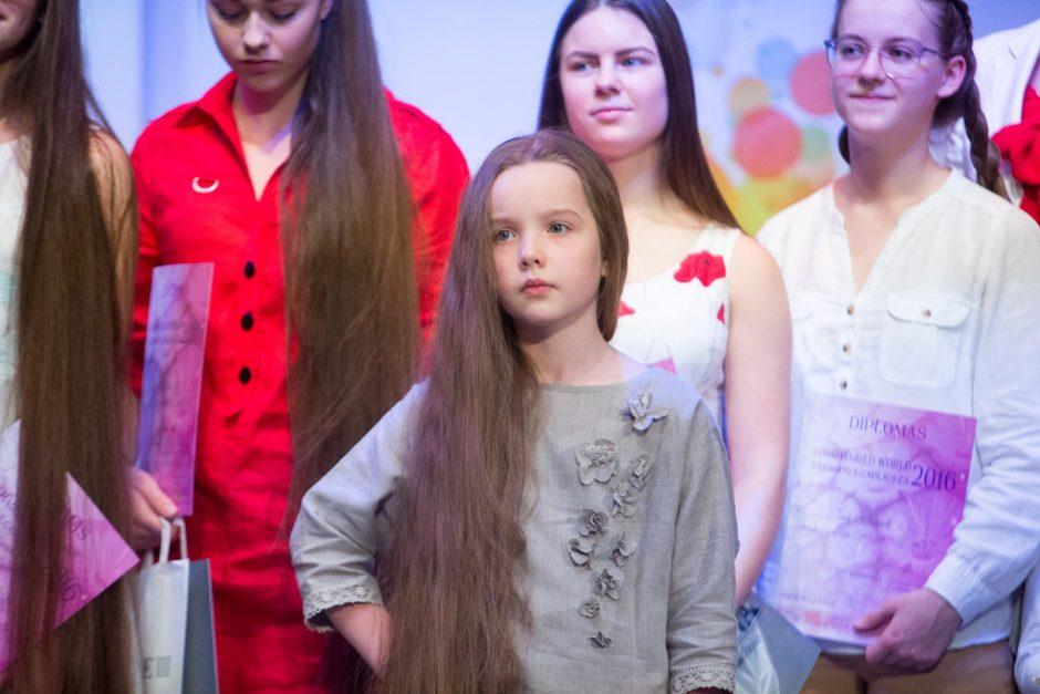 Susirungė ilgiausių plaukų savininkės