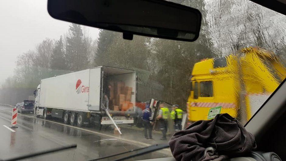 Kaišiadorių rajone – vilkikų avarija, sužaloti vairuotojai