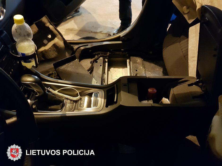 Sostinės kriminalistai sulaikė 18 kg kanapių