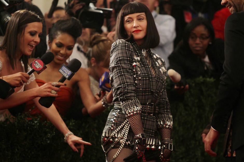 Madonna per savo gimtadienį pasipuošė Prancūzijos karalienės kostiumu