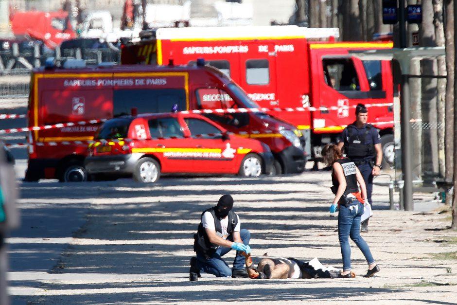Paryžiuje į policijos mašiną rėžėsi automobilis, ginkluotas vairuotojas negyvas