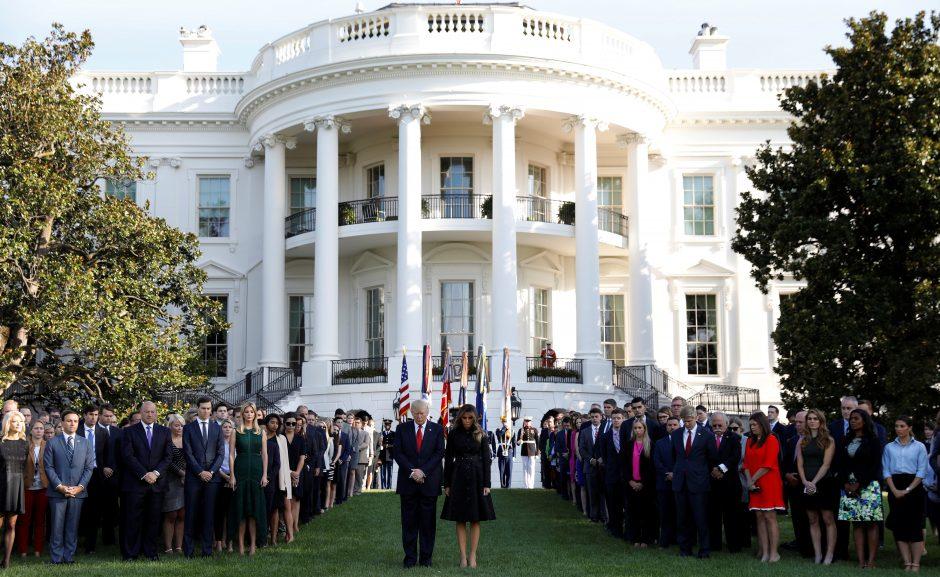 Baltuosiuose Rūmuose tylos minute pagerbtos rugsėjo 11-osios išpuolių aukos