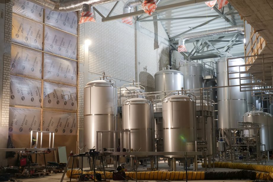 Klaipėdoje baigiama įrengti 7 mln. eurų kainavusi alaus darykla