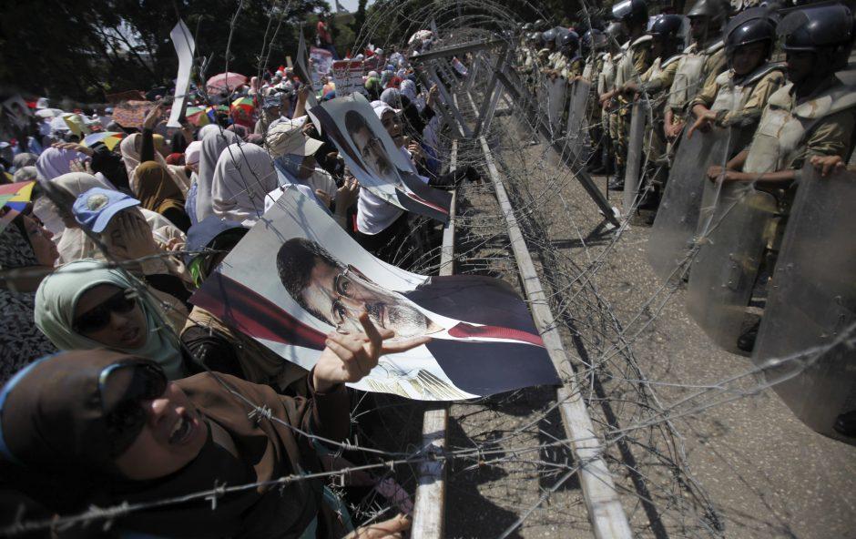 M. Mursi šeima užsipuolė Egipto kariškius