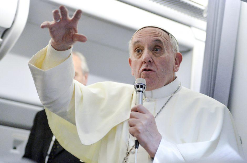 Popiežius dėl finansinio skandalo atleido du Slovėnijos dvasininkų hierarchus