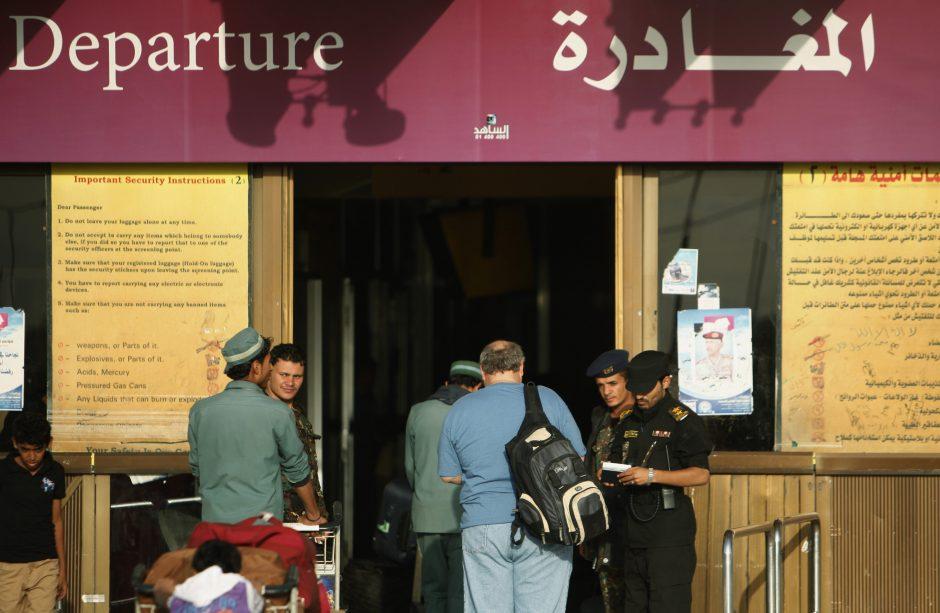 """""""Al Qaeda"""" telefoninė konferencija paskatino JAV paskelbti pavojų"""