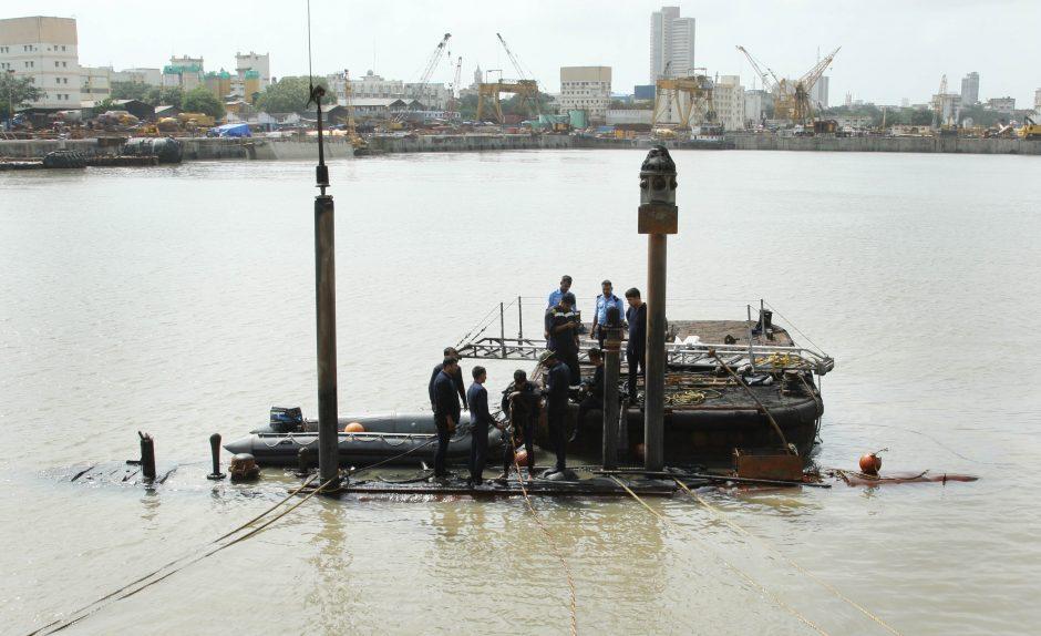 Indijoje sprogusiame povandeniniame laive rasti 3 kūnai, likusių gyvų žmonių rasti nesitikima (atnaujinta)
