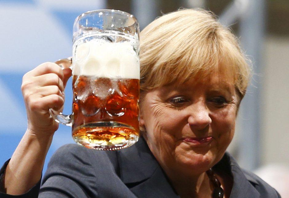 Įsibrovėlį į Vokietijos vyriausybinį lėktuvą rado miegantį A. Merkel lovoje