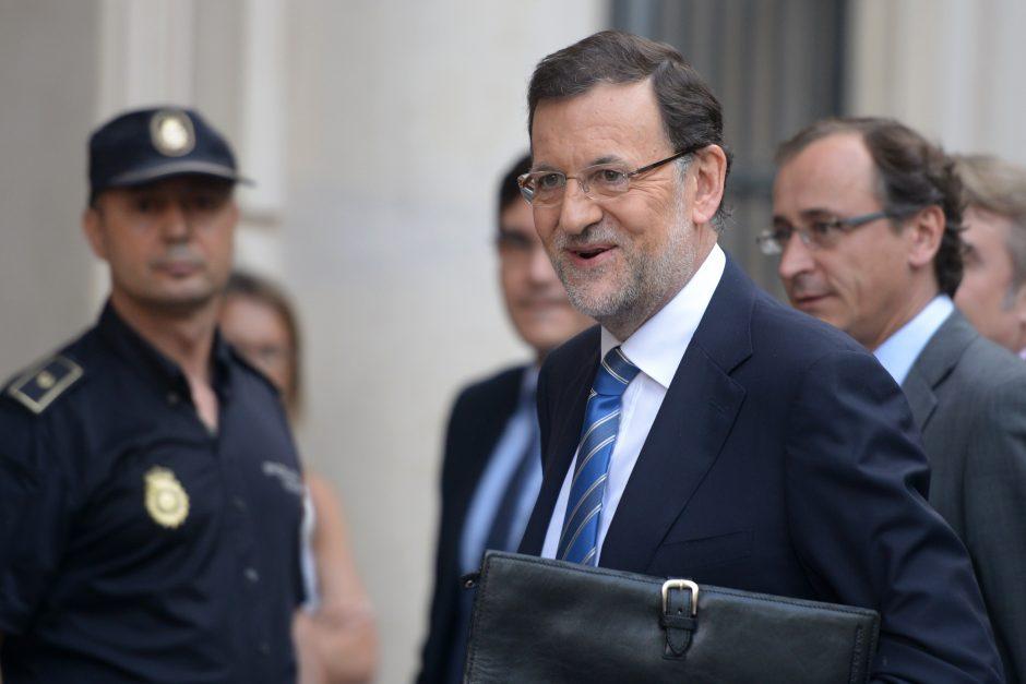 """Ispanijos premjeras tvirtina, kad partija nariams papildomai mokėjo už """"atliktą darbą"""""""
