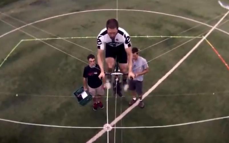 Mokslininkai sukūrė žmogaus jėga varomą sraigtasparnį