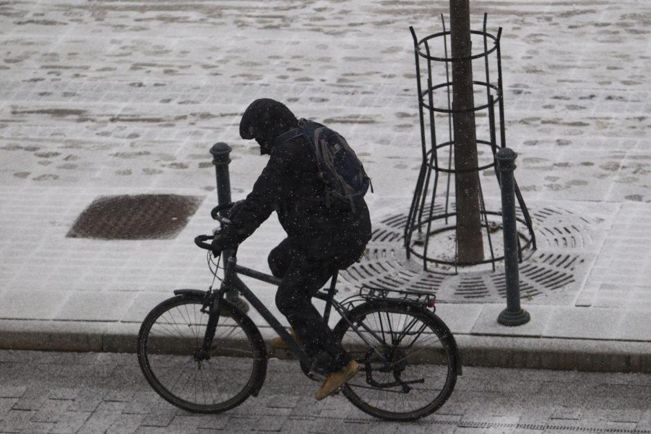 Ketvirtadienį sostinėje nuo dviračio gali ir nupūsti