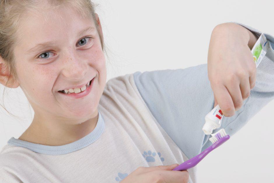 Vaikai mokėsi valytis dantis grojant muzikai