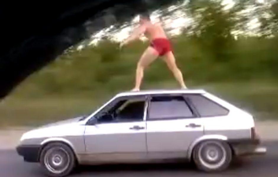 Banglentė rusui - ir automobilio stogas