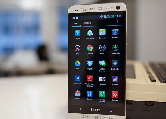 """HTC bandys toliau varžytis su """"Samsung"""", pristatys """"Note"""" konkurentą """"One Max"""""""