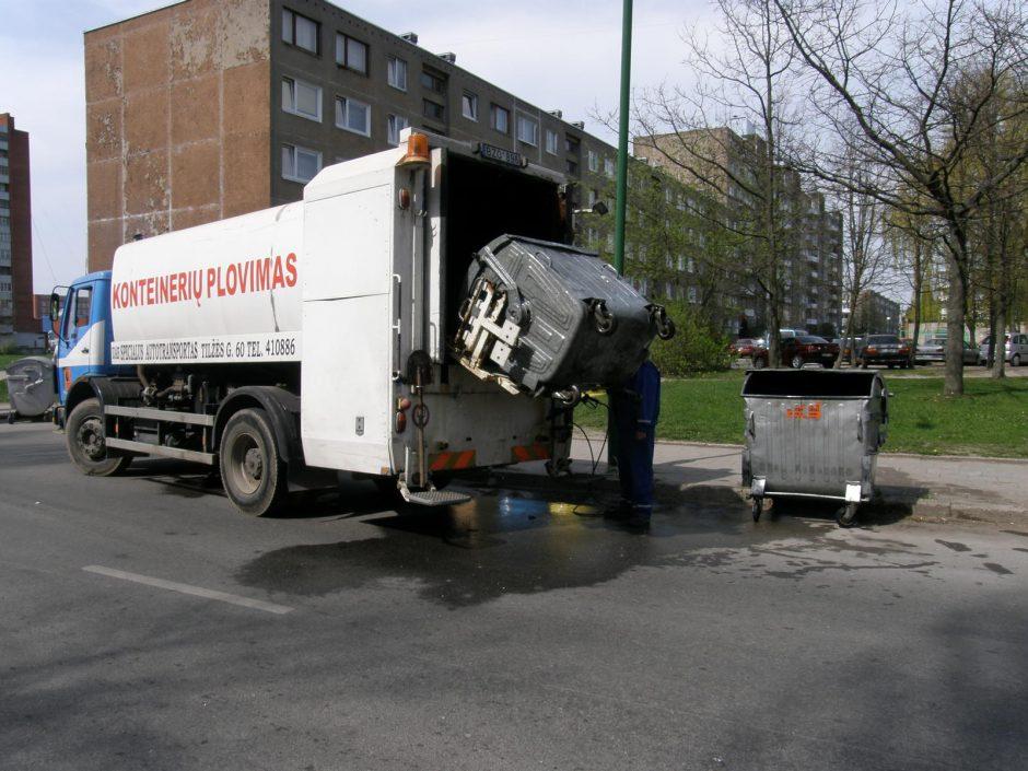 Vežėjai nespėja plauti priterštų konteinerių