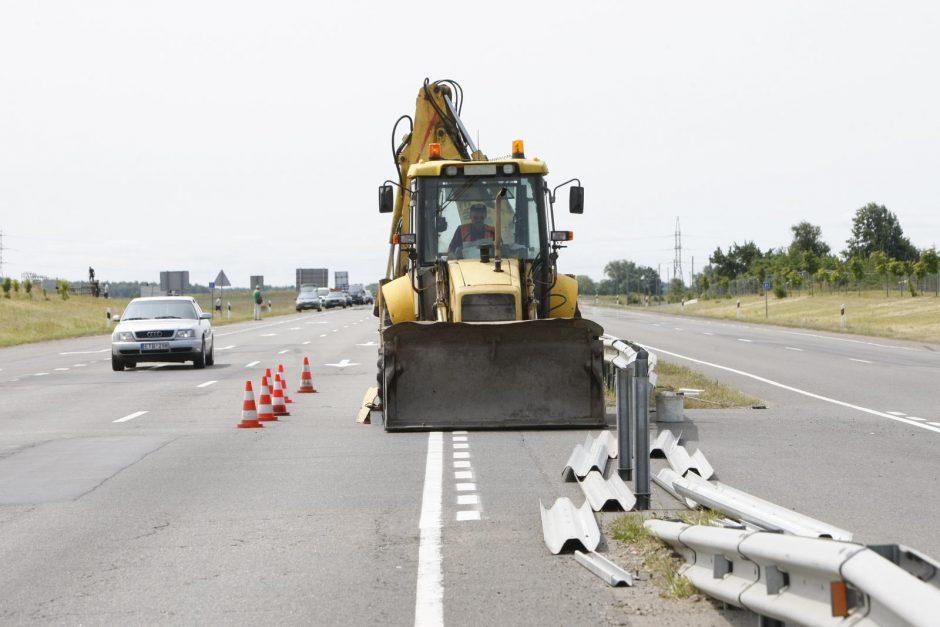 Kelyje į Palangą vairuotojų laukia kliūtys