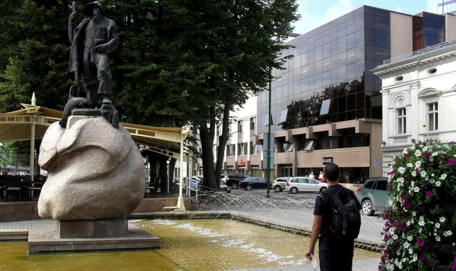 Prie Rotušės esantį fontaną teko gaivinti