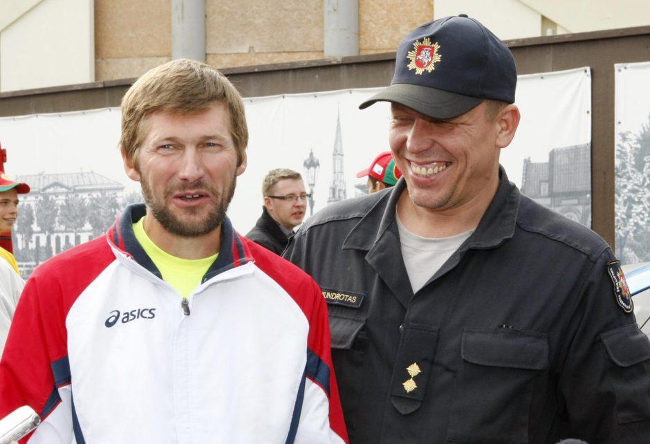 Klaipėdoje finišavo Baltijos jūrą apibėgęs ugniagesys (papildyta)