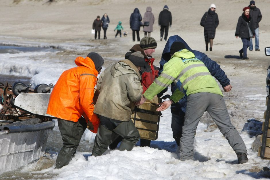 Klaipėdiečiai pramogavo prie jūros