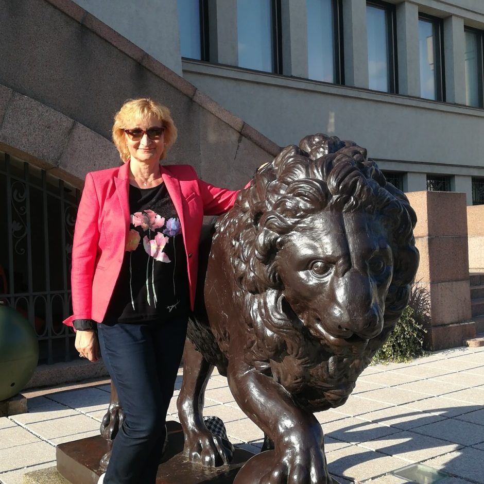 Tradicija – foto prie Karo muziejaus liūtų (daugiau kaip 250 foto)