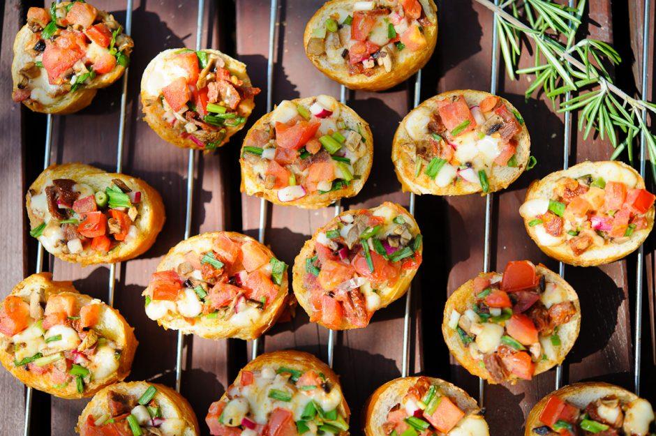 Skrebučiai su sūriu ir pomidorais