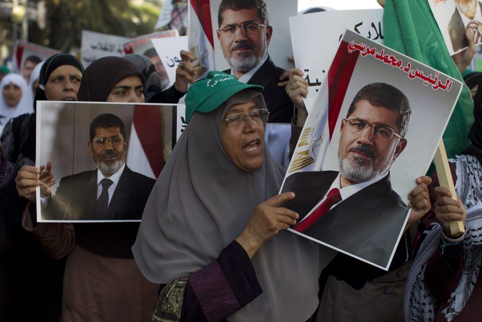 Egipto saugumo pajėgos išvilko paskutinius mečetėje tebesiglaudusius protestuotojus